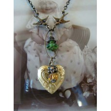 Fly to my heart, locket with flower necklace
